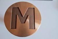 Clou en bronze usiné avec marquage minute bosselé